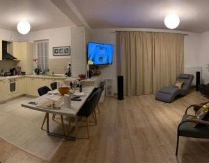 Apartament 82 mp (3 cam), cartier Europa, 2 parcari, priveliste frumoasa, terasa