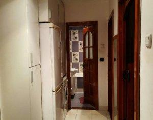Apartament 2 camere, decomandat, zona Clabucet, etaj intermediar