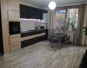 Apartament 3 camere, gradina 70 mp, situat in Floresti, zona centrala