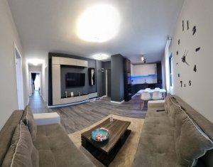Apartament lux, 4 camere, suprafata totala 95 mp, garaj, Dambul Rotund
