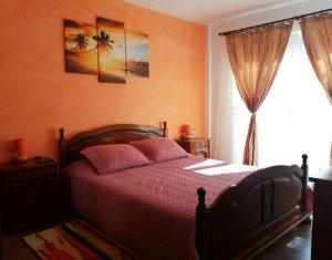 Vanzare apartament 3 camere, situat in Floresti, zona Porii