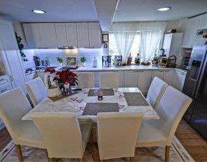Apartament pe doua nivele, claduros si foarte spatios, ideal pentru o familie
