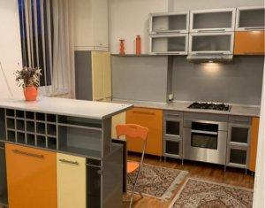 Apartament cu 2 camere, etaj 2, zona Tribunal, boxa, parcare, Centru