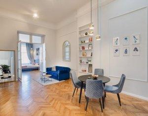 Apartament lux, 4 camere, 121 mp, balcon, etaj 1, centru, Piata Unirii