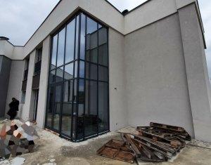 Penthouse cu 3 camere pe doua niveluri + terasa + 2 parcari in Sopor!
