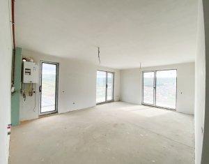 Apartament 4 camere, terasa de 37 m2 cu priveliste splendida