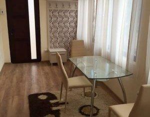 Apartment cu 3 camere, 100 mp, zona centrala