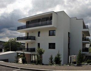 Vanzare apartament 3 camere, Borhanci, terasa 32 mp, acces facil spre Gheorgheni