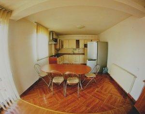 Apartament cu 4 camere in Zorilor, bloc tip vila, etaj 3, mobilat, utilat, garaj