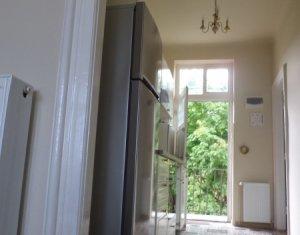 Inchiriere apartament 2 camere decomandate, zona centrala