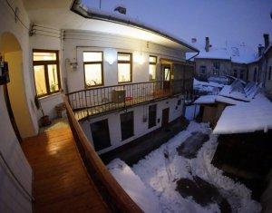 Apartament de vanzare 2 camere + mansarda, Piata Unirii, 138 mp