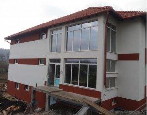 Apartament 3 camere decomandate, zona Baciului