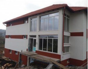 De vanzare apartament 3 camere decomandate, zona Baciului