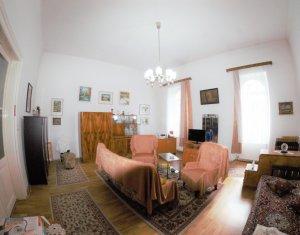Apartament o camera, hol, camara, loc parcare, 70 mp, langa Facultatea de Litere
