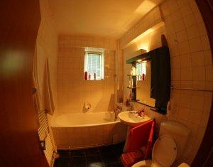 Inchiriem apartament cu 4 camere decomandate, 98 mp, in Manastur