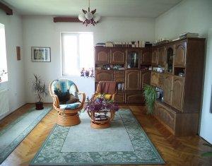 De vanzare apartament in vila, 3 camere, gradina amenajata, zona centrala