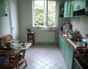 De vanzare! Apartament in vila, 3 camere, gradina amenajata, zona Centrala!