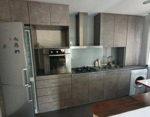 Apartament 3 camere, strada Florilor!
