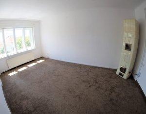 Inchiriere apartament 5 camere, 2 bai, 2 balcoane, geam la strada, centru 110 mp