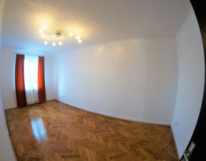 Apartament in casa, 3 camere dec, 84 mp in zona superba, ideal pentru birou