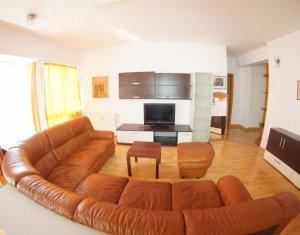 Ap 3 camere, 2 dormitoare, living cu bucatarie, 2 bai, 2 balcoane, Centru
