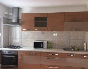 Inchiriere apartament cu 4 camere zona Plopilor.