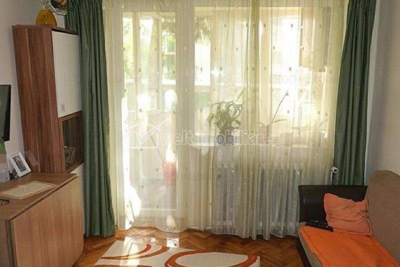 Inchiriem apartament cu 3 camere decomandate zona Plopilor.