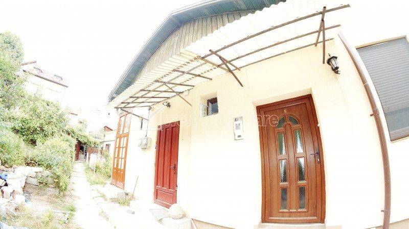 Apartament in casa cu curte, gradina si loc de parcare, zona Horea