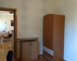 Inchiriem apartament cu 3 camere, semidecomandat, in Parcul Central.