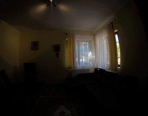 DE INCHIRIAT! Casa 2 camere, 2 niveluri, curte amenajata, zona Calea Turzii!
