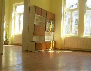 Apartament 3 camere semidecomandate pozitie excelenta pentru birou