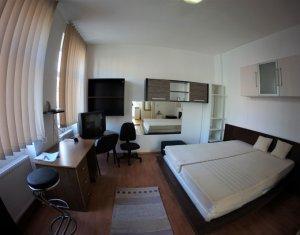 Inchiriere apartament 1 camera, zona UMF, loc de parcare