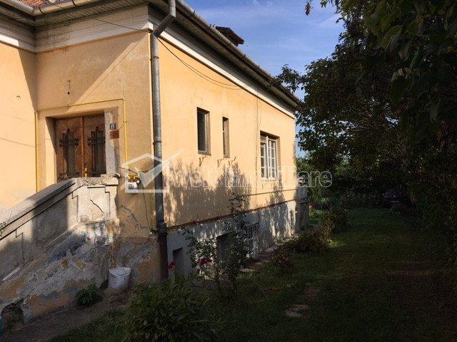 Spatiu birouri la casa in Andrei Muresanu, parcare, curte, gradina