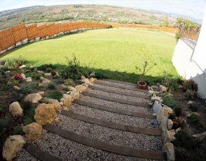 Casa individuala superba cu panorama si teren 3000 mp, zona Borhanci!