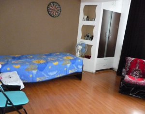 Apartament 4 camere de vanzare, strada Bucium, vizavi de Parcul Colina, 80 mp
