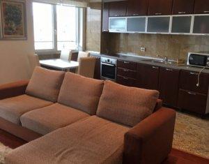 Appartement 3 chambres à louer dans Cluj-napoca, zone Plopilor