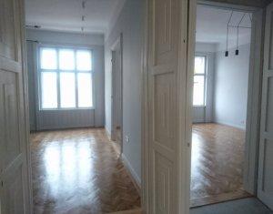 Apartament exclusivist, cladire istorica, 3 camere, centru