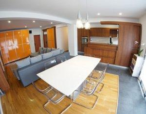 Apartament de lux, spatios si foarte luminos, ideal pentru o familie