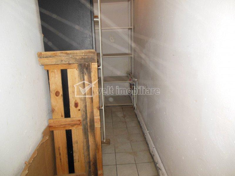 Vanzare spatiu comercial, situat intr-o casa, cu teren aferent 266 mp, Someseni