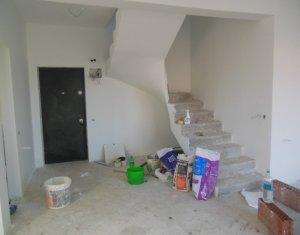 Vanzare apartament cu 4 camere, la casa, scara interioara, Floresti